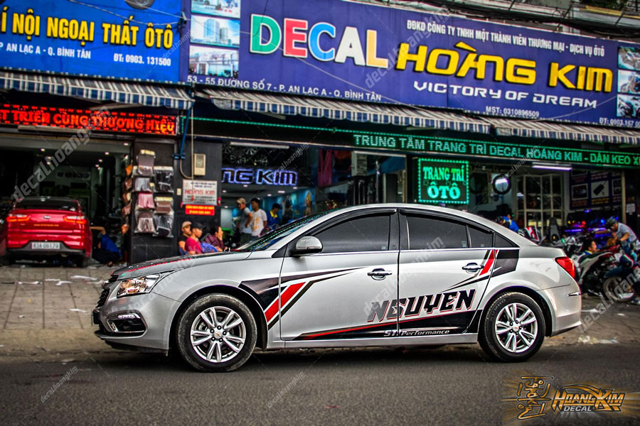 chi nhánh Ô Tô Hoàng Kim tại Bình Tân thiết kế tem xe Chevrolet Cruze theo yêu cầu khách hàng