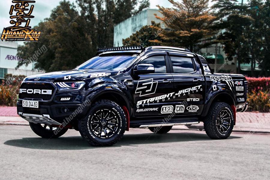 Tem xe Ford Ranger thay đổi diện mạo cool ngầu cho chủ xế