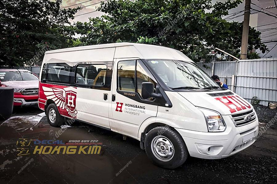 Dán tem xe Ford Transit quảng cáo cho trường Đại học Hồng Bàng
