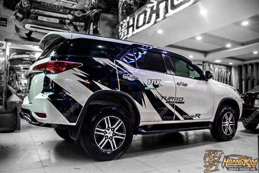 Lên mẫu tem xe Toyota Fortuner cực chất
