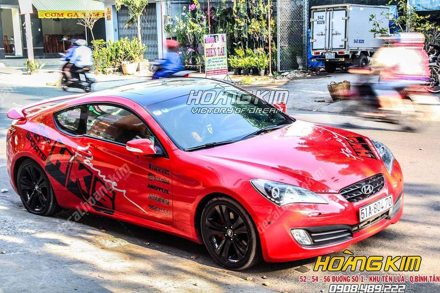 Decal tem xe Hyundai Genesis màu đỏ tuyệt đẹp