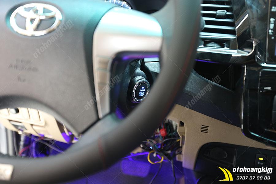 Thiết bị điện tử ô tô giúp khởi động và tắt máy xe từ xa được lắp đặt bởi kỹ thuật viên chuyên nghiệp tại Ô Tô Hoàng Kim chi nhánh Tp.HCM và Bình Dương