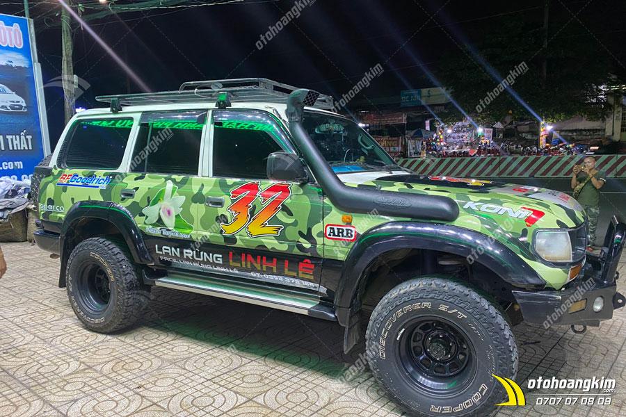 Dán tem xe Land Cruiser quảng cáo theo yêu cầu khách hàng