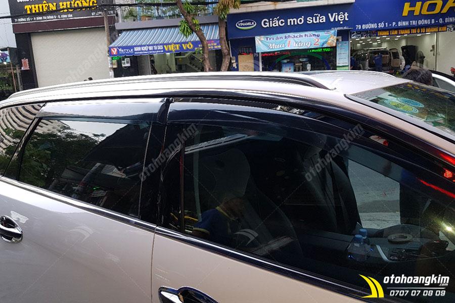 Vè che mưa tạo nét thẫm mỹ tinh tế cho xe