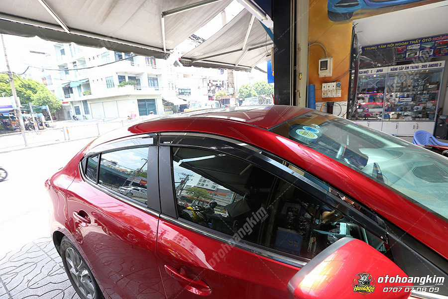 Ô tô Hoàng Kim lắp vè che mưa Mazda 3