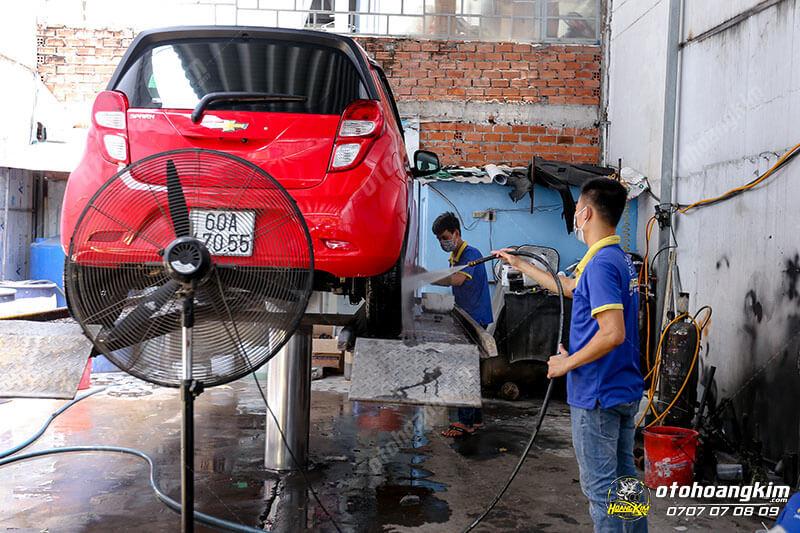 Vệ sinh nội thất ô tô phần bánh xe và gầm xe
