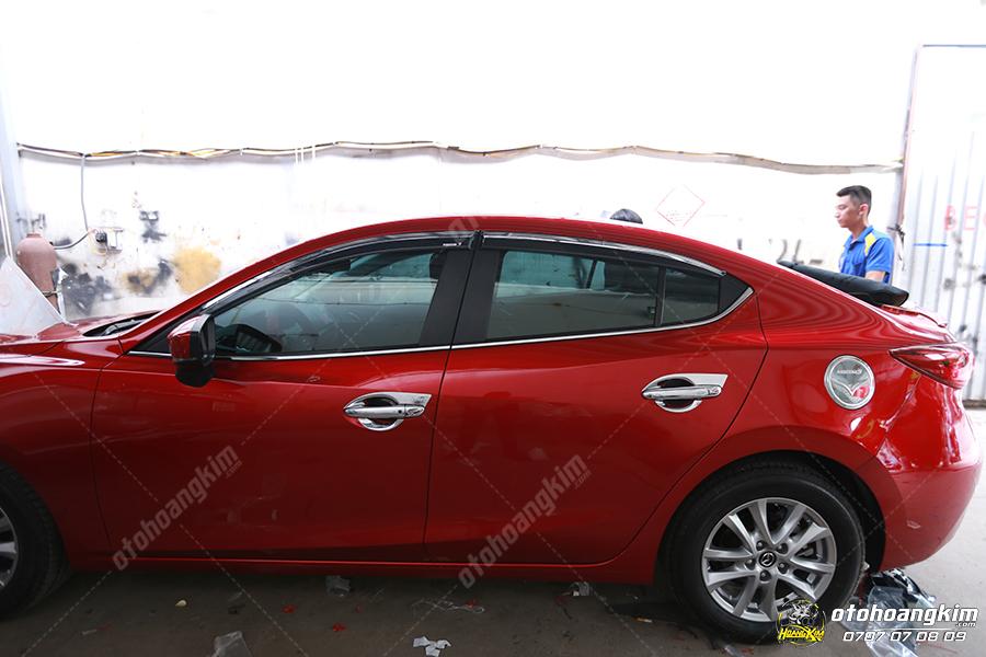 Viền kính ô tô cho dòng xe Mazda 3