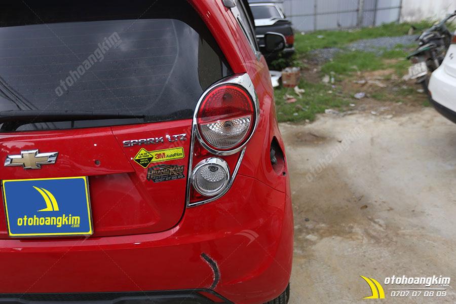 Viền đèn sau ô tô Chevrolet Spark