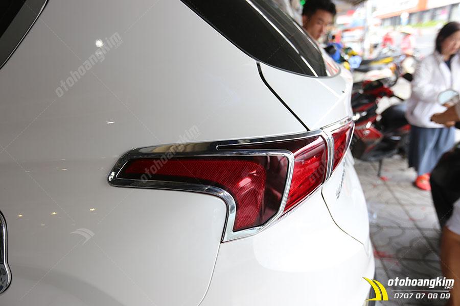 Viền đèn sau ô tô làm từ chất liệu nhựa mạ crom