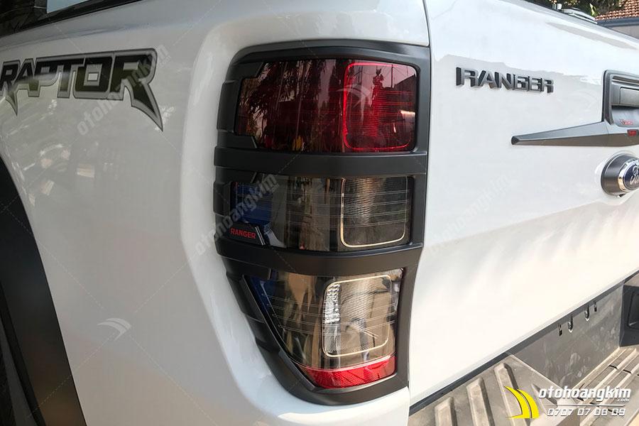 Viền đèn sau ô tô bảo vệ đèn xe hiệu quả