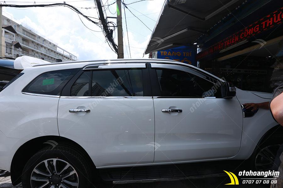 Viền khung kính ô tô Ford Everest