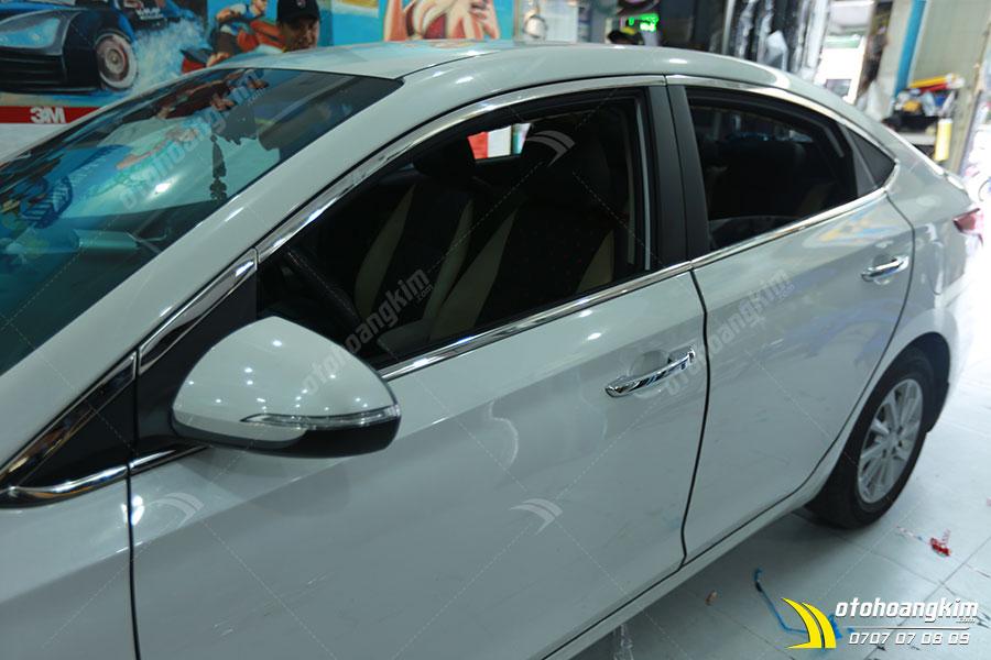 Viền khung kính ô tô Hyundai Accent