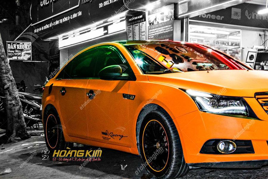 Wrap đổi màu xe ô tô với tone cam trẻ trung