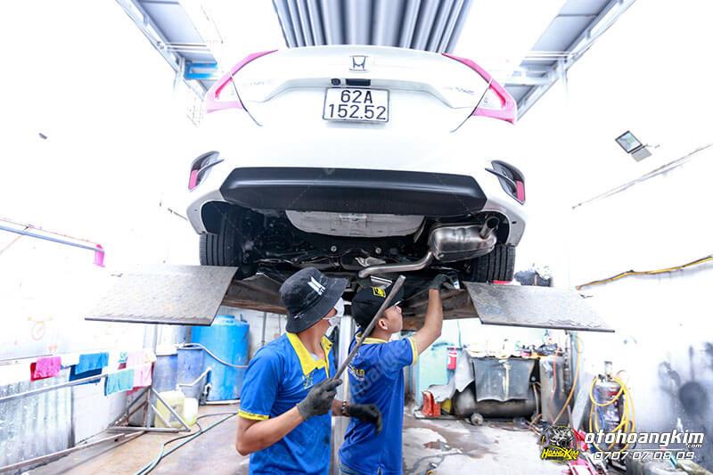 Xịt phủ gầm xe ô tô chuyên nghiệp tại Hoàng Kim