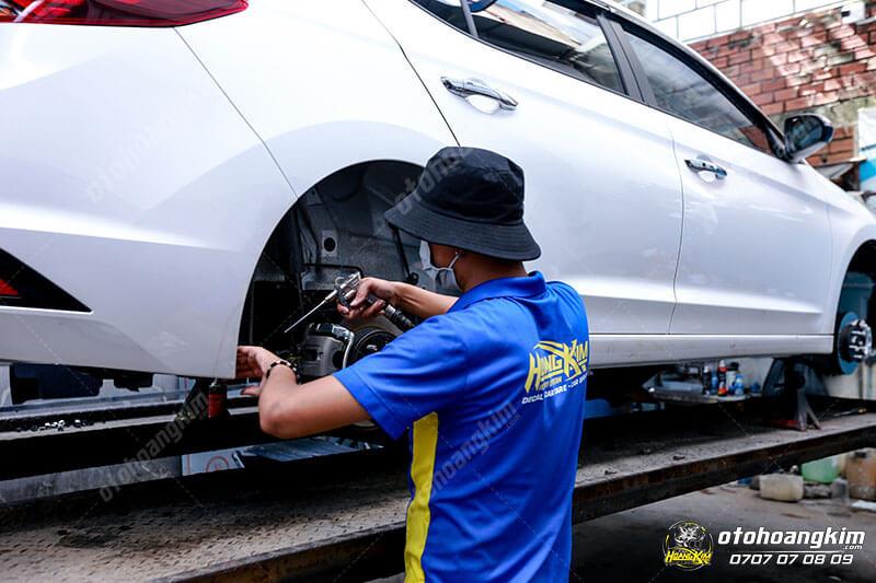 4 Lý do nên sơn phủ gầm ô tô ngay khi mùa mưa tới